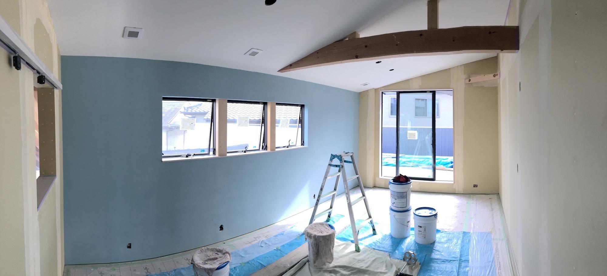 施工漆喰と珪藻土クロスを施行中部屋感up 広島の地元工務店で